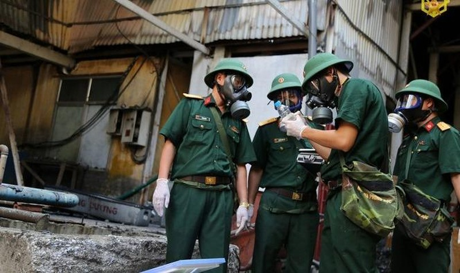 Chủ tịch Thành phố Hà Nội cũng đề nghị Bộ Tư lệnh Hóa học - Bộ Quốc phòng hướng dẫn, giám sát toàn bộ quá trình thu gom, xử lý chất thải do vụ cháy để lại.