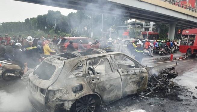 Tạm giữ hình sự nữ tài xế Mercedes gây tai nạn liên hoàn