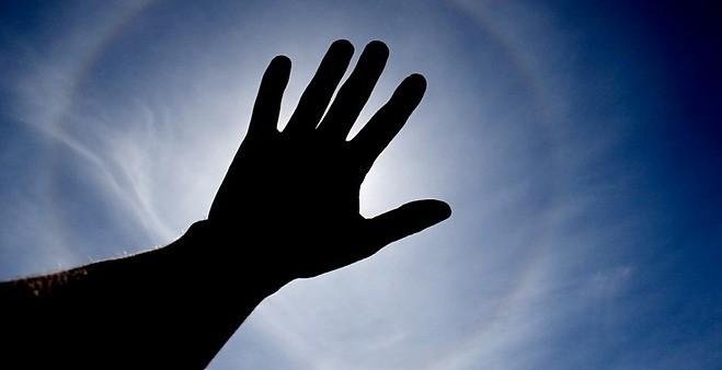 Tiếp xúc nhiều với bức xạ mặt trời tăng nguy cơ ung thư da. Ảnh: Skin cancer foundation.