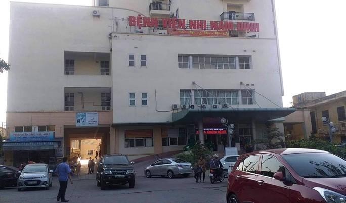Vụ ăn bớt thuốc của bệnh nhi ở Nam Định: Bắt nữ trưởng phòng xinh đẹp - Ảnh 1.