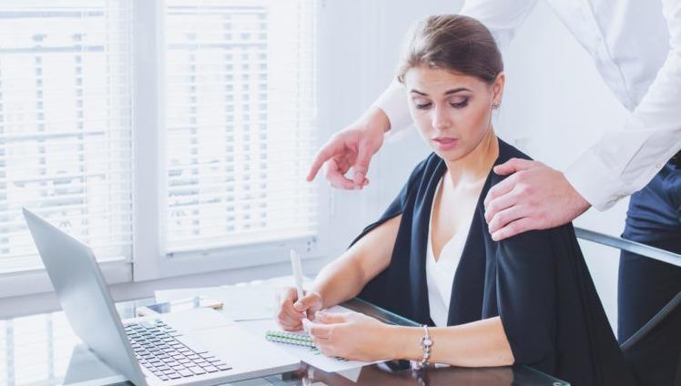 Bị sếp quấy rối tình dục, có thể đơn phương chấm dứt hợp đồng mà không phạm luật