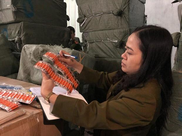 Phát hiện hàng chục tấn thiết bị y tế, đồ dùng trẻ em nghi nhập lậu ở Bắc Ninh - Ảnh 2.