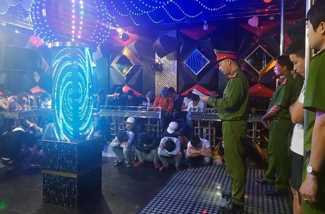 phát hiện nhiều đối tượng phê ma túy trong quán Karaoke - ảnh 1