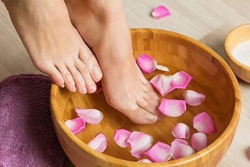 Ngâm chân nước nóng: Cực tốt và cực độc, biết mà tránh kẻo tàn phế - ảnh 2