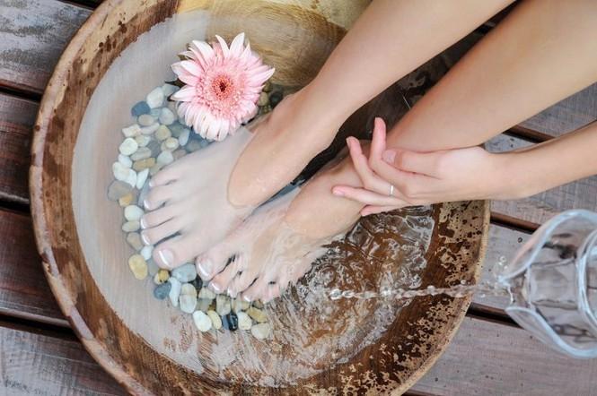 Ngâm chân nước nóng: Cực tốt và cực độc, biết mà tránh kẻo tàn phế - ảnh 4