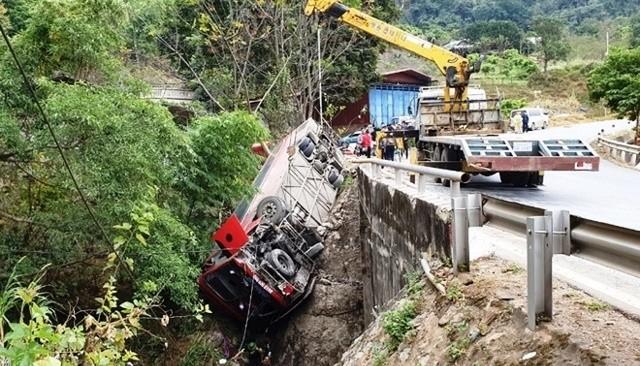 Nguyên nhân vụ lật xe khách chở 36 học viên cao cấp chính trị ở Sơn La