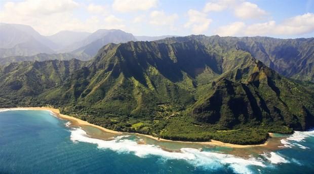 Trực thăng du lịch chở 7 người bị mất tích ở ngoài khơi Hawaii