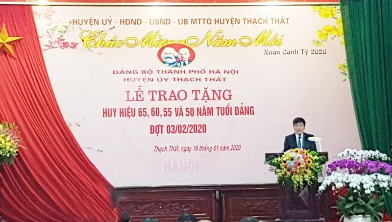 Thạch Thất tổ chức Lễ trao huy hiệu cho Đảng viên cao tuổi