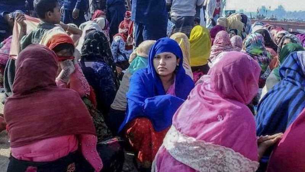 Người di cư Rohingya được cứu sau vụ lật tàu. (Nguồn: AFP)