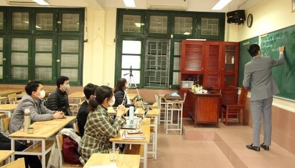 Giáo viên trường THCS&THPT Nguyễn Tất Thành chuẩn bị bài giảng online ứng phó với dịch Covid-19. (Ảnh http://www.ntthnue.edu.vn/)