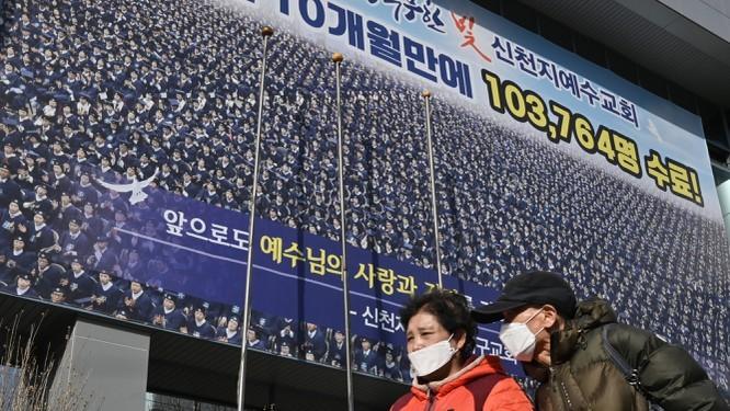 Hàn Quốc vượt ngưỡng 1000 người mắc covid-19, thêm 1 ca tử vong là thành viên giáo phái