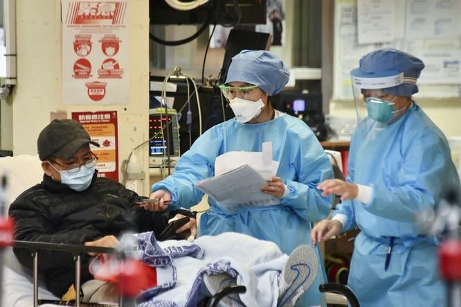 Chuyên gia bệnh truyền nhiễm Hong Kong: nCoV mạnh khủng khiếp! - ảnh 1