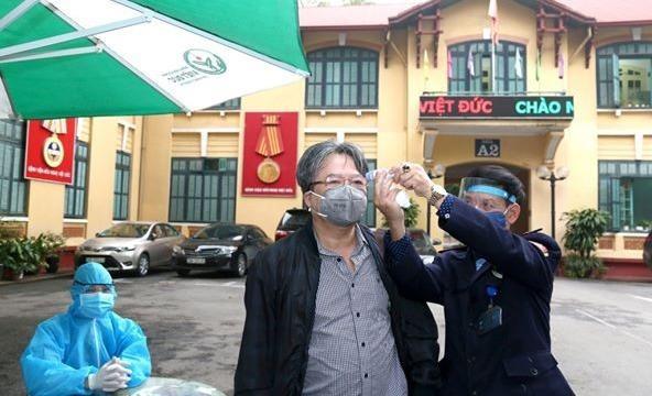 """Bệnh viện Việt Đức tiếp sức Bạch Mai  trong """"cuộc chiến"""" chống đại dịch Covid-19"""