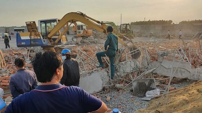 Công trình đang xây bị đổ sập khiến 10 người tử vong.