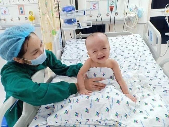 Siêu đáng yêu với hình ảnh hai bé Trúc Nhi và Diệu Nhi chống cằm cười tít mắt - Ảnh 3.
