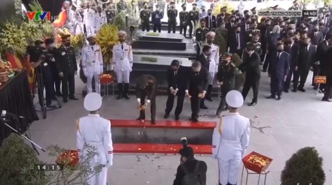 Xúc động lễ an táng Nguyên tổng bí thư Lê Khả Phiêu