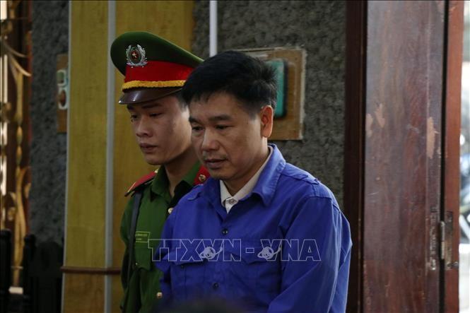 Bị cáo Trần Xuân Yến (nguyên Phó Giám đốc Sở giáo dục và Đào tạo tỉnh Sơn La) tại phiên tòa. Ảnh TTXVN