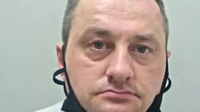 Người đàn ông bị phạt tù 30 tháng vì hãm hiếp ít nhất 15 con gà mái, chưa kể chó, ngựa và lừa - Ảnh 1.