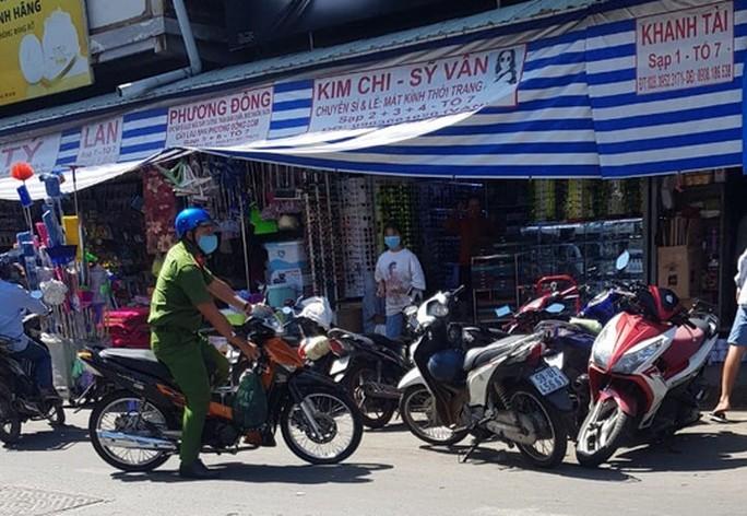 Trưởng Ban quản lý chợ Kim Biên bị đâm chết - Ảnh 1.