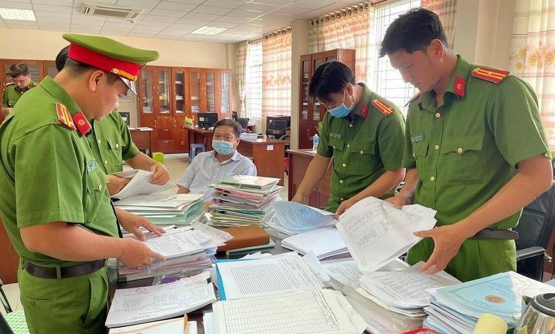 3 cán bộ thuế bị bắt trong đường dây mua bán hóa đơn trái phép