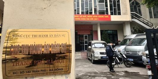 Tự xưng giáo viên, phụ huynh học sinh trường một trường ở Bắc Từ Liêm, đến trụ sở Cục  Thi hành án dân sự Hà Nội đập phá?