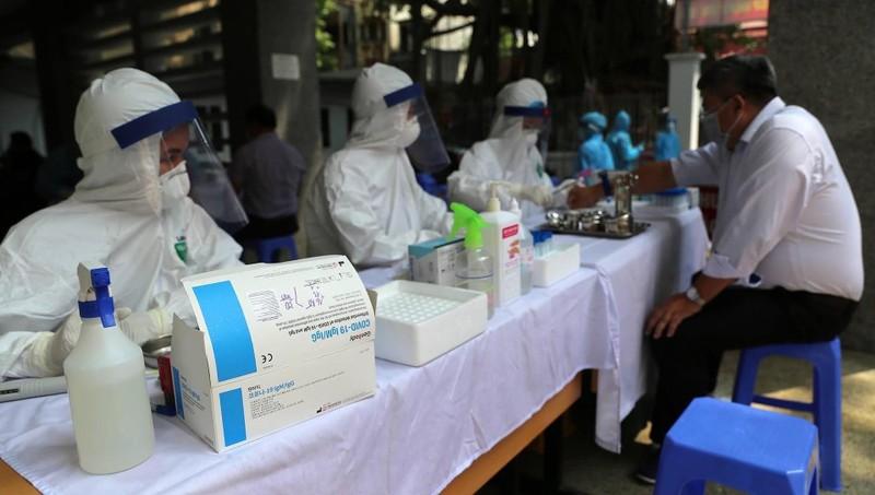 Toàn bộ nhân viên y tế Hà Nội sẽ được xét nghiệm sàng lọc SARS-CoV-2