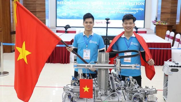 l Hai thành viên đội tuyển Việt Nam chiến thắng tại Cuộc thi Kỹ năng nghề Cơ điện tử online Châu Á - Thái Bình Dương.