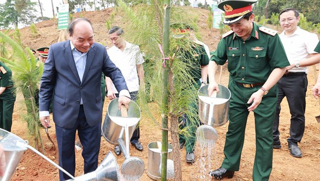"""Chủ tịch nước Nguyễn Xuân Phúc tại Lễ phát động trồng cây """"Đời đời nhớ ơn Bác Hồ"""" do Bộ Quốc phòng tổ chức."""
