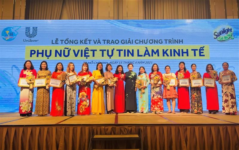 Phụ nữ Việt tự tin làm kinh tế