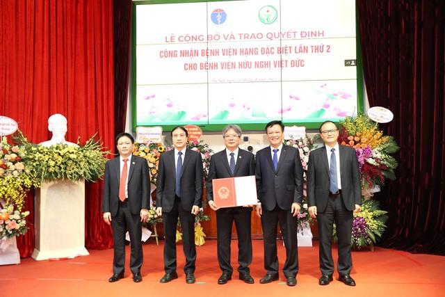 BV Việt Đức : Công bố Bệnh viện hạng đặc biệt lần thứ 2, nhận chứng chỉ toàn cầu của Hiệp hội Phẫu thuật Hoàng gia Anh
