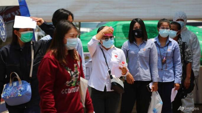 Covid-19: Thái Lan tăng ca mới kỷ lục, Campuchia đóng cửa tất cả chợ thủ đô - Ảnh 1.