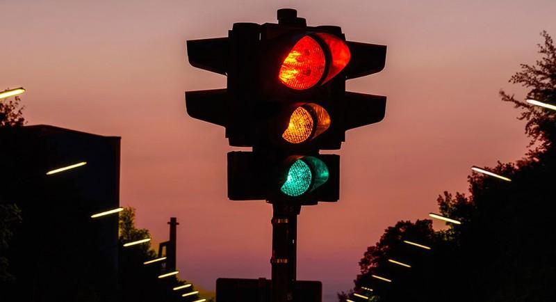 """Bất cập đèn giao thông - """"thủ phạm"""" gây tắc đường"""