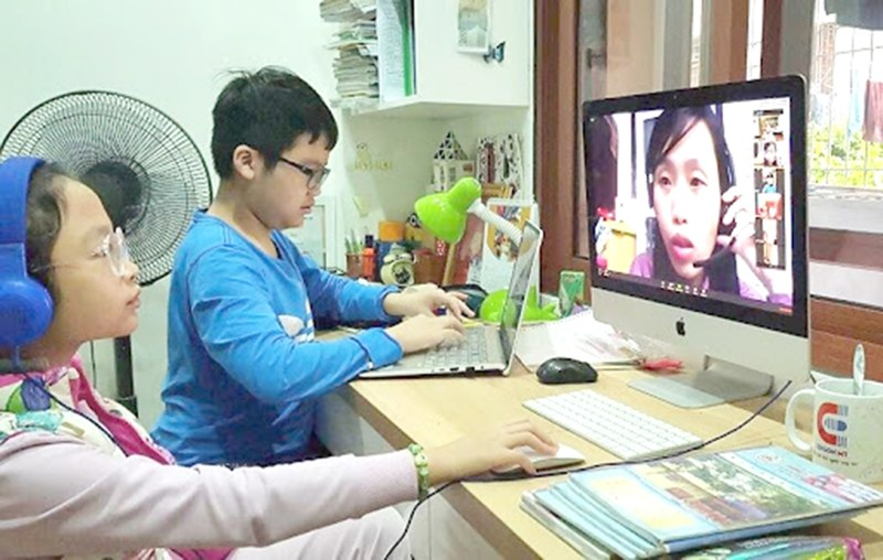 Kích hoạt học trực tuyến:  Không xáo trộn học và thi