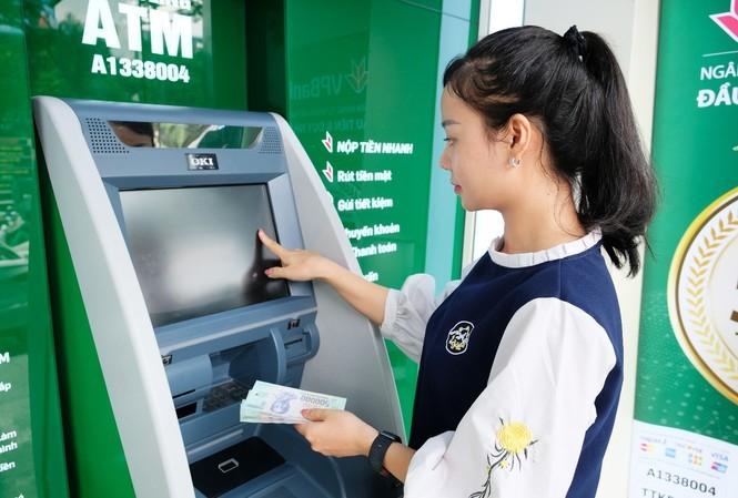 Hé lộ 5 lợi ích vượt trội của máy CDM với khách hàng VPBank