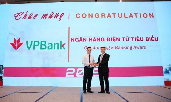 """VPBank lần thứ 2 nhận giải thưởng """"Ngân hàng điện tử tiêu biểu"""""""
