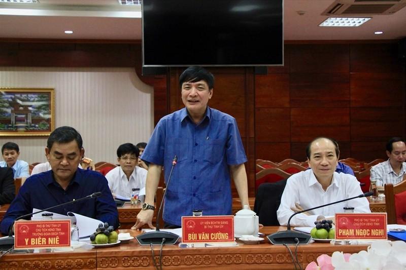 Bí thư Tỉnh ủy tỉnh Đắk Lắk Bùi Văn Cường phát biểu tại hội nghị.