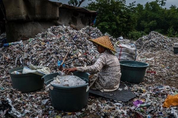 Kinh hoàng rác thải nhựa làm nhiên liệu sản xuất đậu phụ