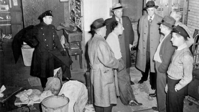 Cảnh sát và FBI tại hiện trường vụ cướp