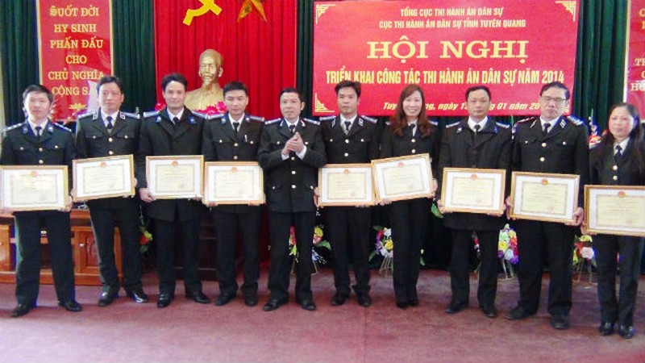 Cục THADS Tuyên Quang tặng thưởng cho các cá nhân, tập thể đạt thành tích xuất sắc