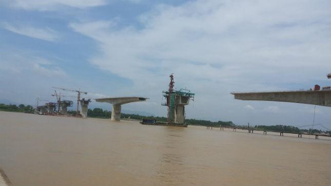 """Cầu Vĩnh Thịnh - cây cầu vượt sông Hồng sẽ """"nối bờ vui"""" giữa Vĩnh Phúc và Hà Nội khi được khai thác vào năm 2014"""