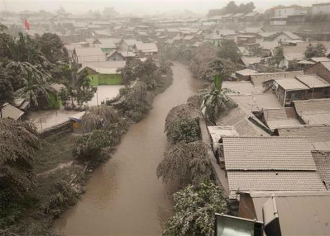 Núi lửa phun trào, hàng nghìn người dân Indonesia phải sơ tán