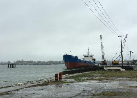 Dù mùa cao điểm nhưng nhiều tháng nay cảng Thuận An chỉ có một tàu sắt chở hàng cập cảng