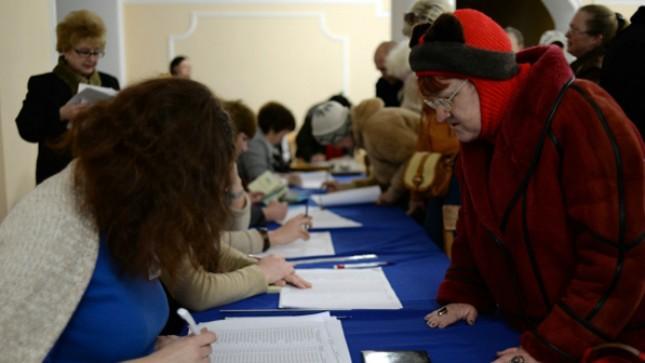 Người dân Crimea đăng ký vào bỏ phiếu