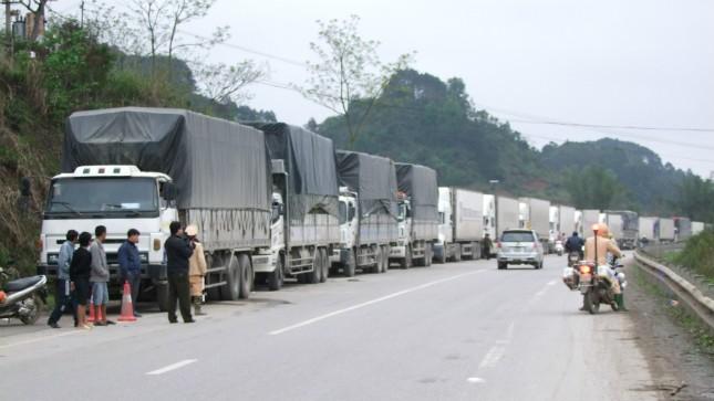 Hơn 2000 xe dưa hấu nằm chờ xuất cảnh ở cửa khấu Tân Thanh