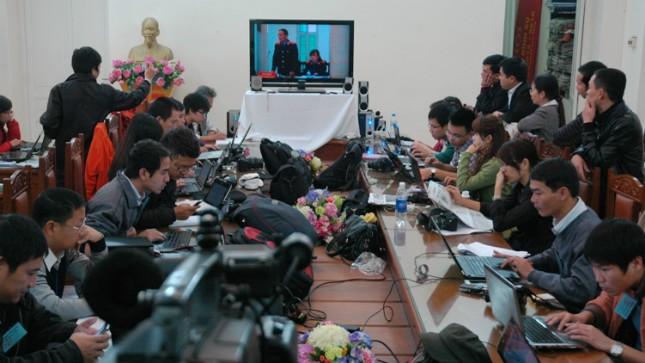 Các nhà báo tác nghiệp tại phiên tòa xét xử Dương Tự Trọng