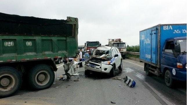 Hiện trường vụ tai nạn làm tử vong 3 CSGT Công an Hà Nội. Ảnh: Võ Tuấn