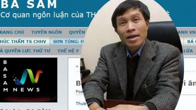 Nguyễn Hữu Vinh và trang web Anh Ba Sàm. Ảnh: Khánh Tùng