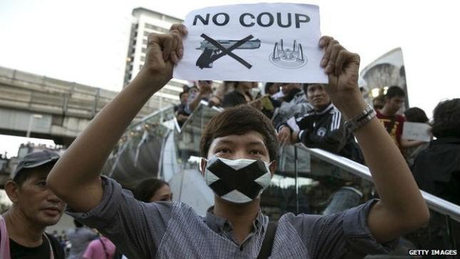 Những người biểu tình phản đối đảo chính. Ảnh: Getty Images