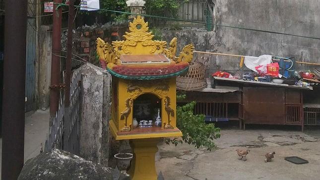 Cây hương được dựng trái phép trong nhà ông Sơn