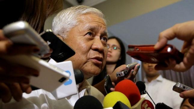 Ngoại trưởng Philippines Albert Del Rosario. Ảnh: AP